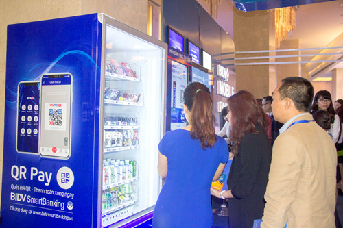 Máy bán hàng tự động trả tiền bằng smartphone